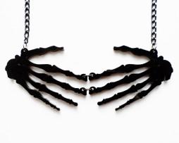 skelehandsnecklaceblk