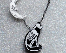 reverse cat necklace (1)